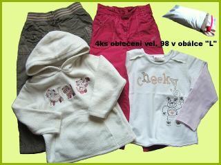 Dětské oblečení zabalíme do plastové obálky vel. L